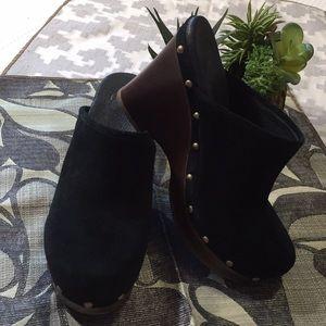 Ugg Marsalis Black Suede Clogs